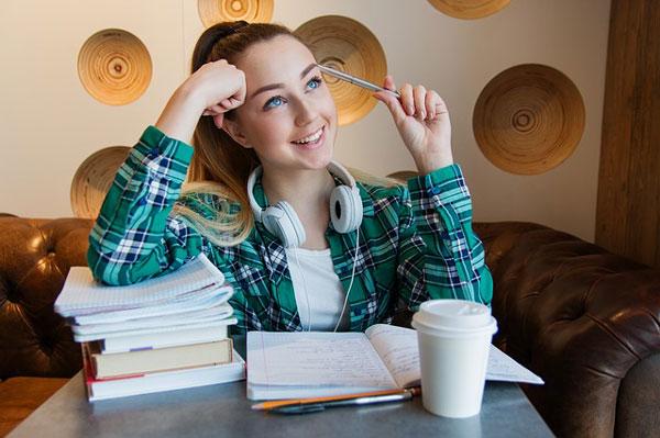 Studentenwerk SH klärt über Studienfinanzierung auf