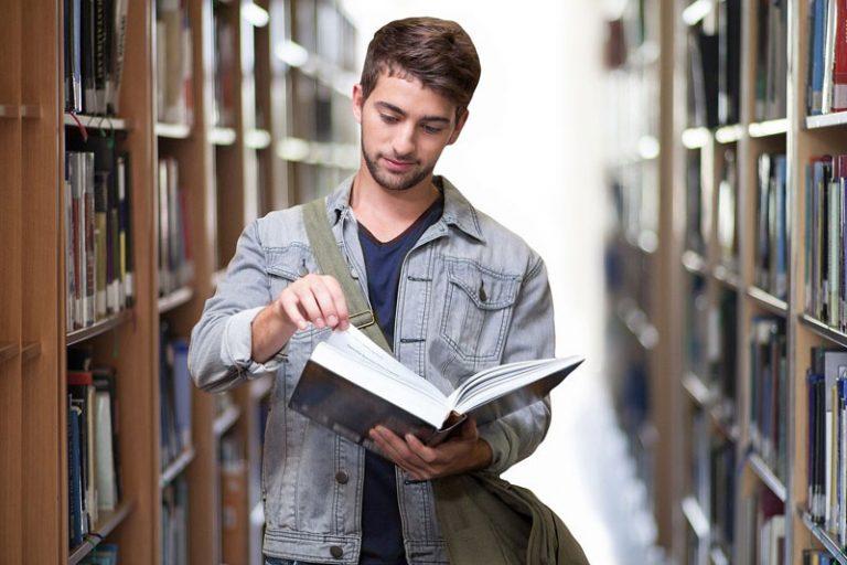 800 Euro als finanzielle Unterstützung für Studienanfänger*innen